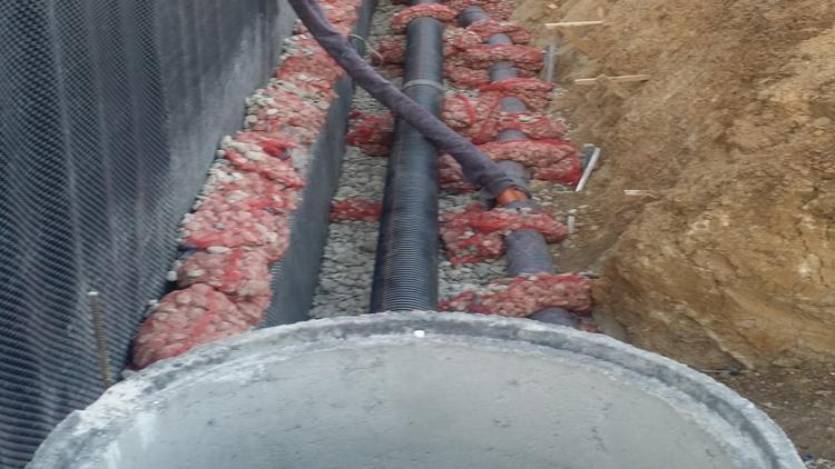12-Vendosja-ndaras-gypave-SN8-te-kanalizimit-dhe-drenazhes-ne-puset-speciale-te-armuar-te-betonit